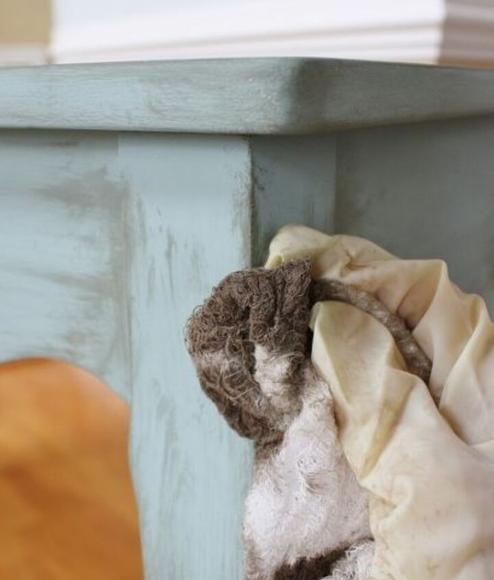 Glazing a chalk painted table