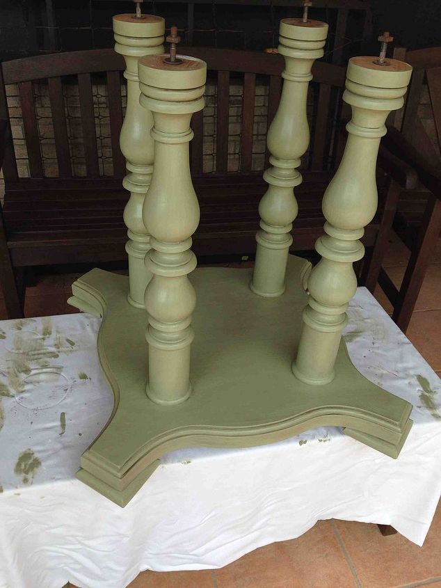 Base with two coats of the green paint. This paint was left over from painting my bedroom!