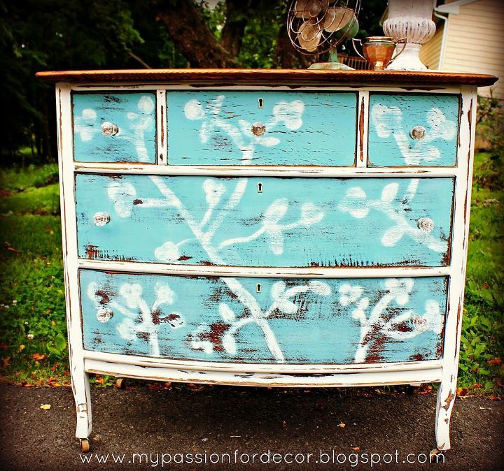 Chalk Paint® by Annie Sloan in Provence and Old White