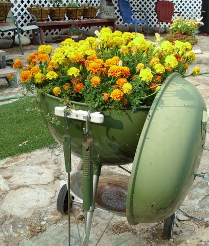 new use for weber bbq, flowers, gardening, repurposing upcycling