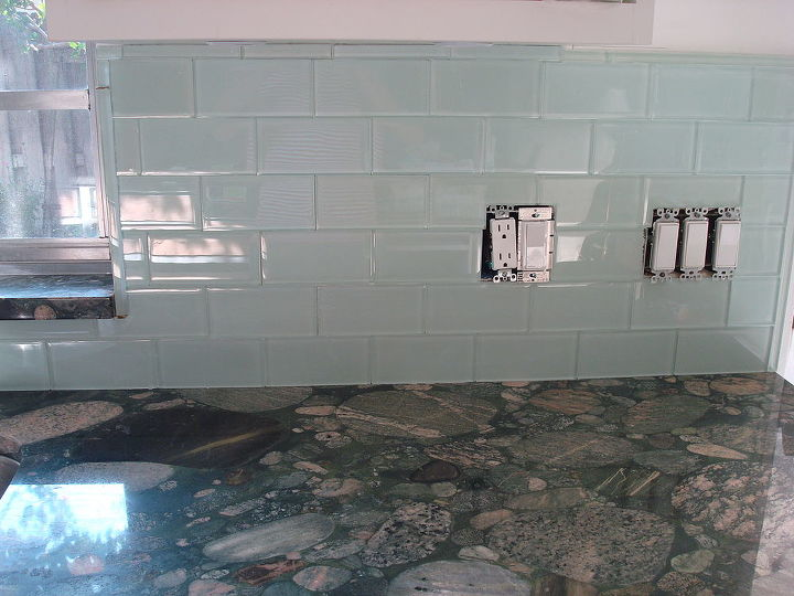 This is a closer look at the glass subway tile; it's very difficult to capture the depth glass tile has.