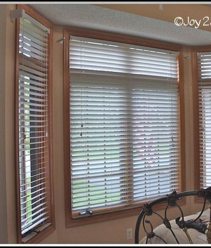 Two small blinds and one larger one to span the front.