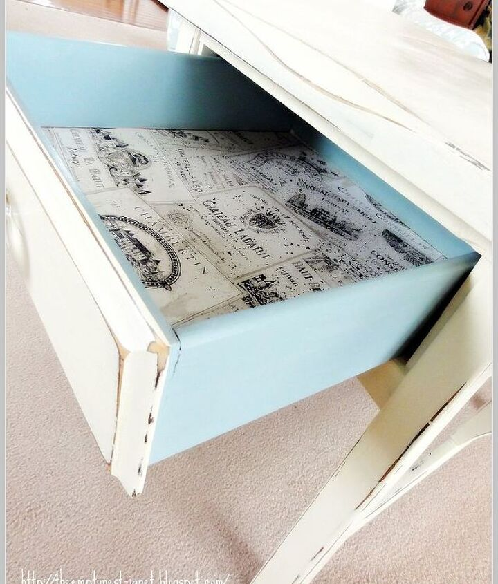 nice pop of blue in lined drawer..very sweet