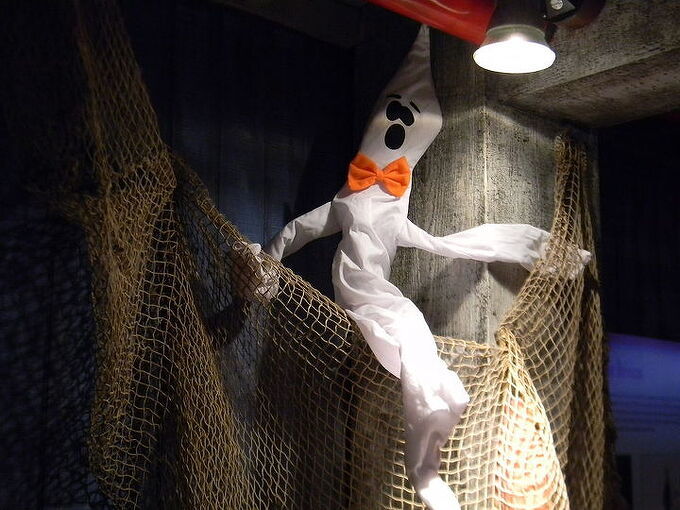 halloween decoration ideas i am sure most of you have amazing themes set up already, home decor, Ghost and Spiderweb