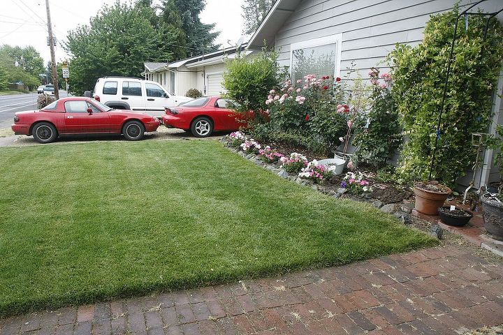 see my husband's hobby? The 2 red sports cars? hehe side view of the flower bed.
