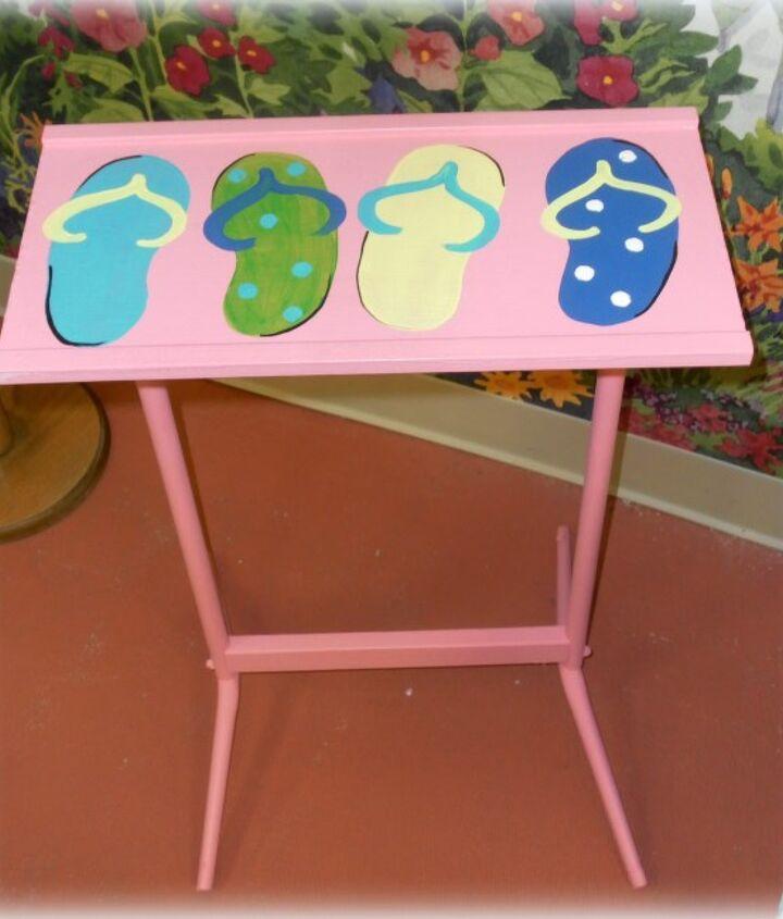 A cute little flip flop side table.