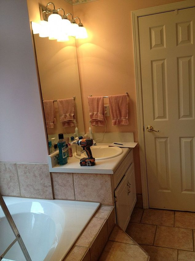 This is one side of the vanities and the other side is the same. big square tub.