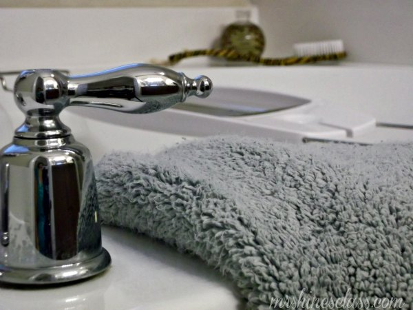 bathroom cleaning tips, cleaning tips, sparkling clean