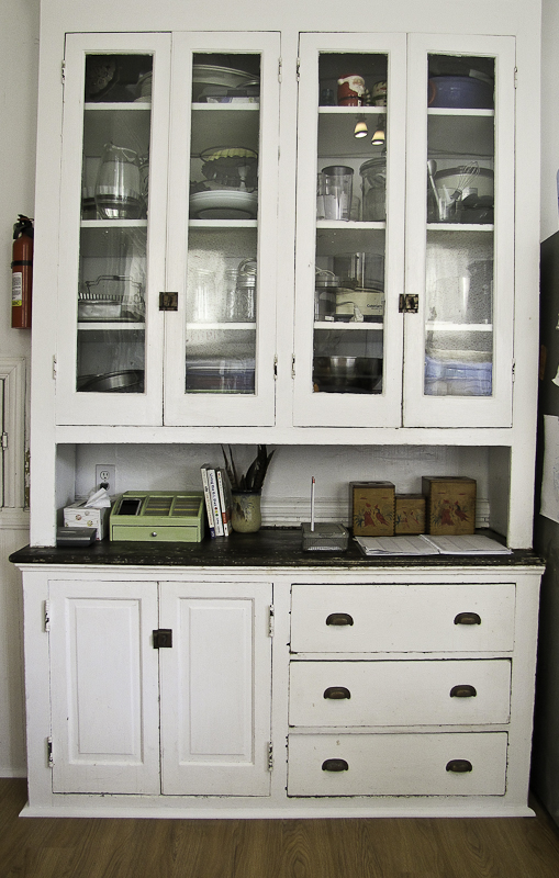 hutch makeover, painted furniture