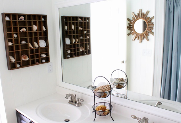Coastal bathroom  http://justagirlblog.com/coastal-bathroom/