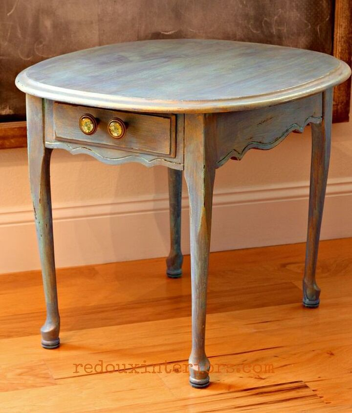 My table with its complete makeover.  Santa Fe Turquoise, with a wash of Maine Harbor Blue, El Dorado Gold Metallic wax and finished in CeCe Caldwell's hard wearing Endurance.