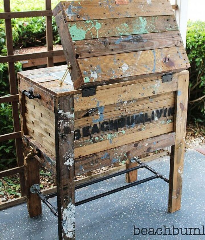 http://beachbumlivin.comCooler Box made from Recycled Pallets! Beachbumlivin tag!!
