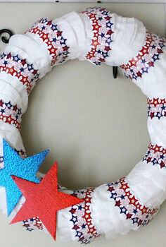 the queens from make it pretty monday, crafts, home decor, wreaths, Summer decor with a patriotic wreath