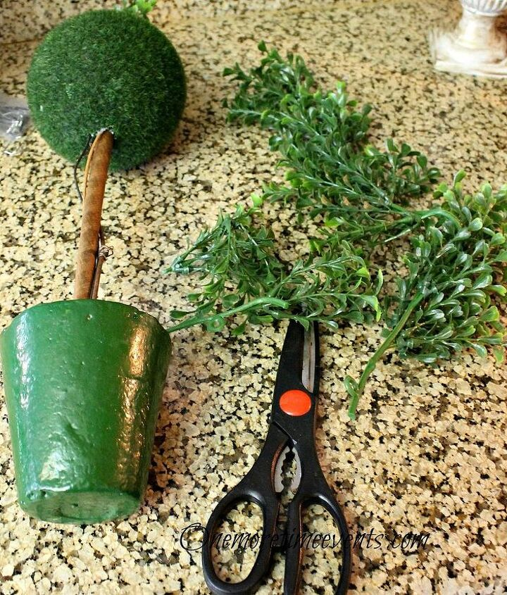 Using a form and a garland of boxwood