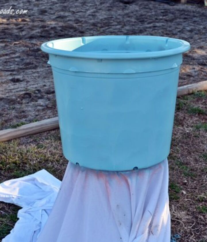 plastic pot spray painted with Rustoleum Ultra Cover 2X