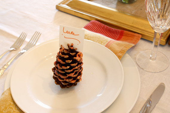 Fit the place card on top of the pine cone, voila! Happy #Thanksgiving