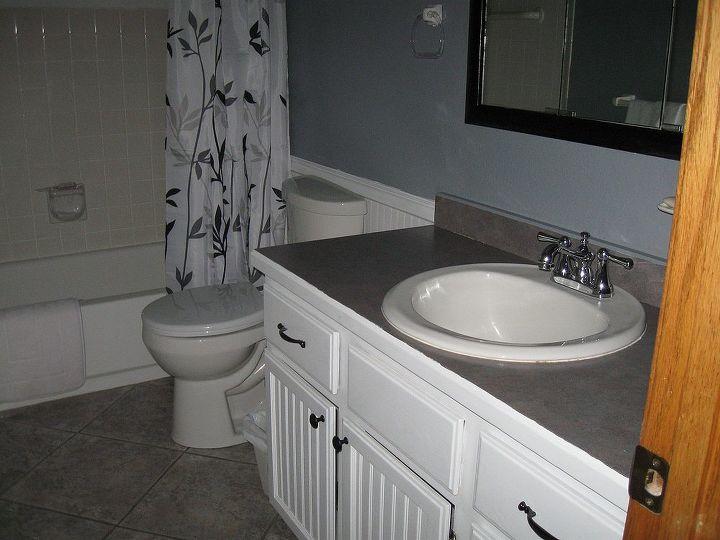 q redoing bathroom, bathroom ideas, home decor, painting