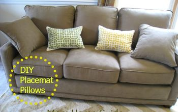 DIY Pillows for a Sofa From Cloth Placemats
