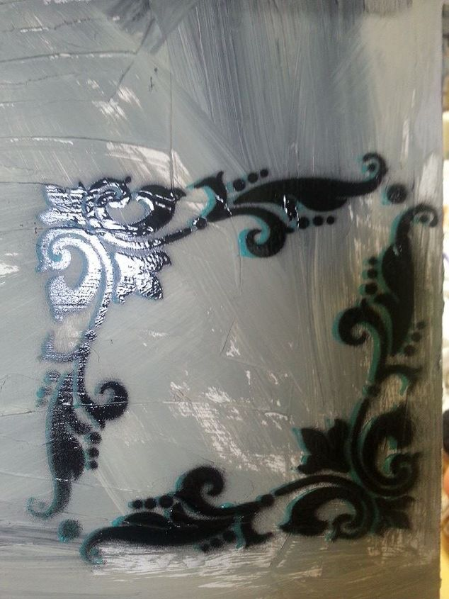 Drop Stenciling in Florence Chalk Paint® and Graphite