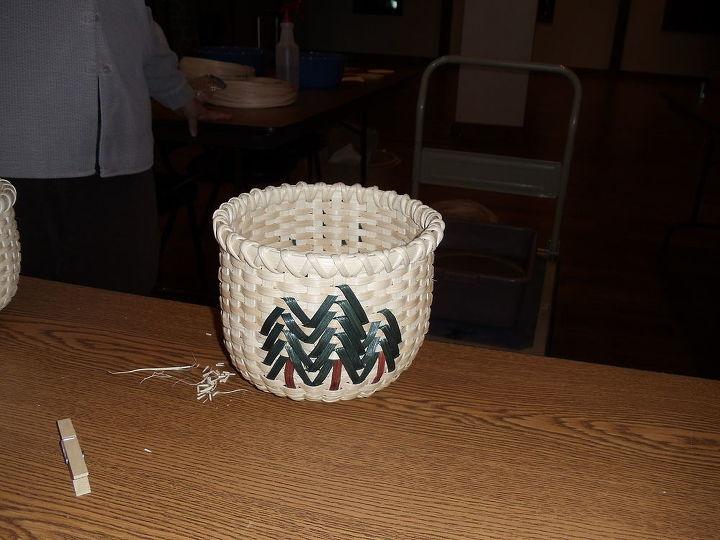 Another basket finished by one of the girls and u can see it is smaller than mine, that is because she wrapped it very tight and when doing this, makes it smaller