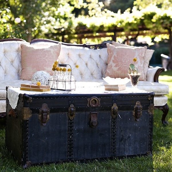 If you have one of those old-fashioned travelling suitcases your great-granny used to travel with, don't hesitate to turn it into a table. It may not be comfortable to dine on but it makes for a dazzling photo setting!