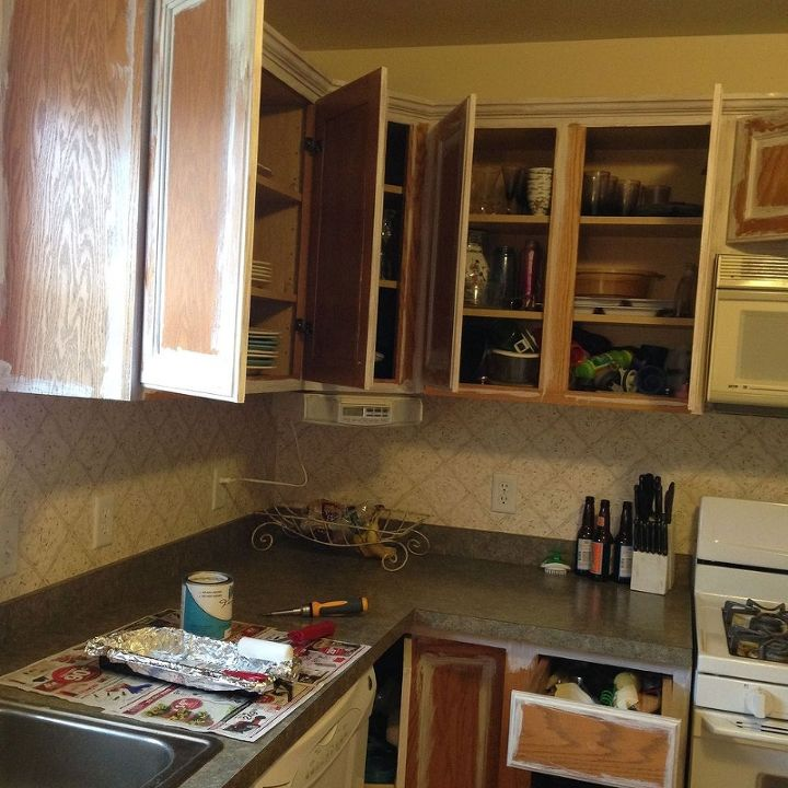 Paint Your Kitchen Cabinets Easily!