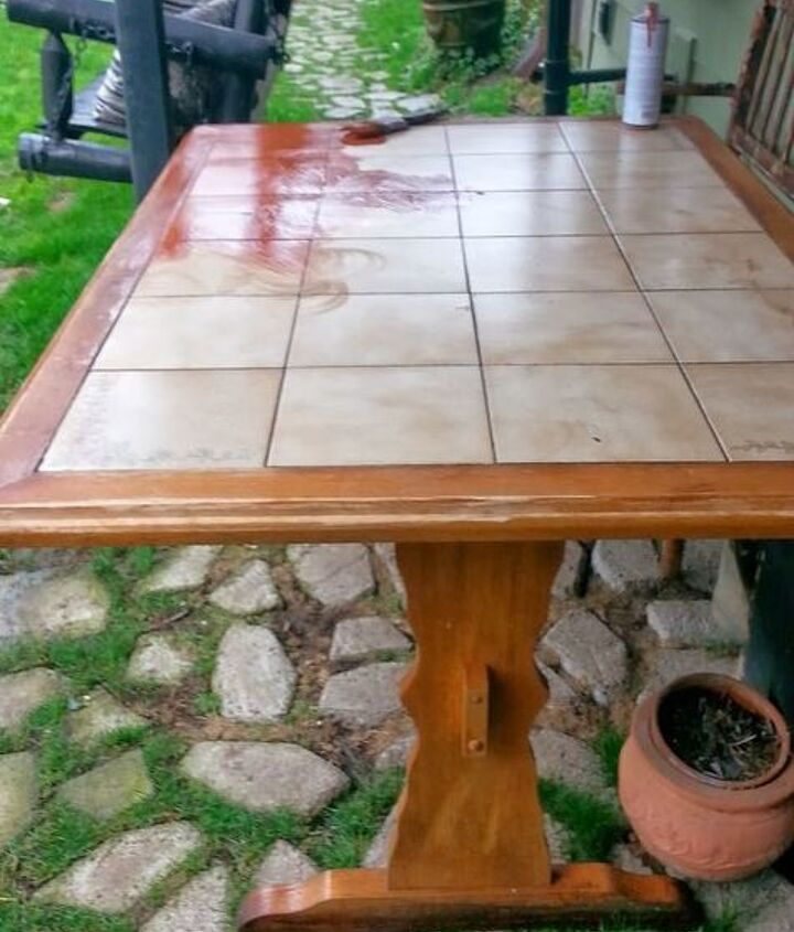 The old Oak Tiled Table had a inset tile top.