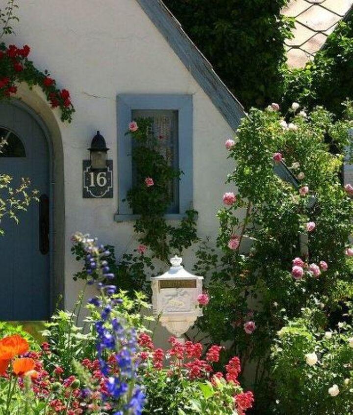 Front door garden at The Garden Cottage