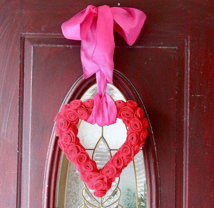 felt flower valentine wreath, crafts, flowers, seasonal holiday decor, valentines day ideas, wreaths