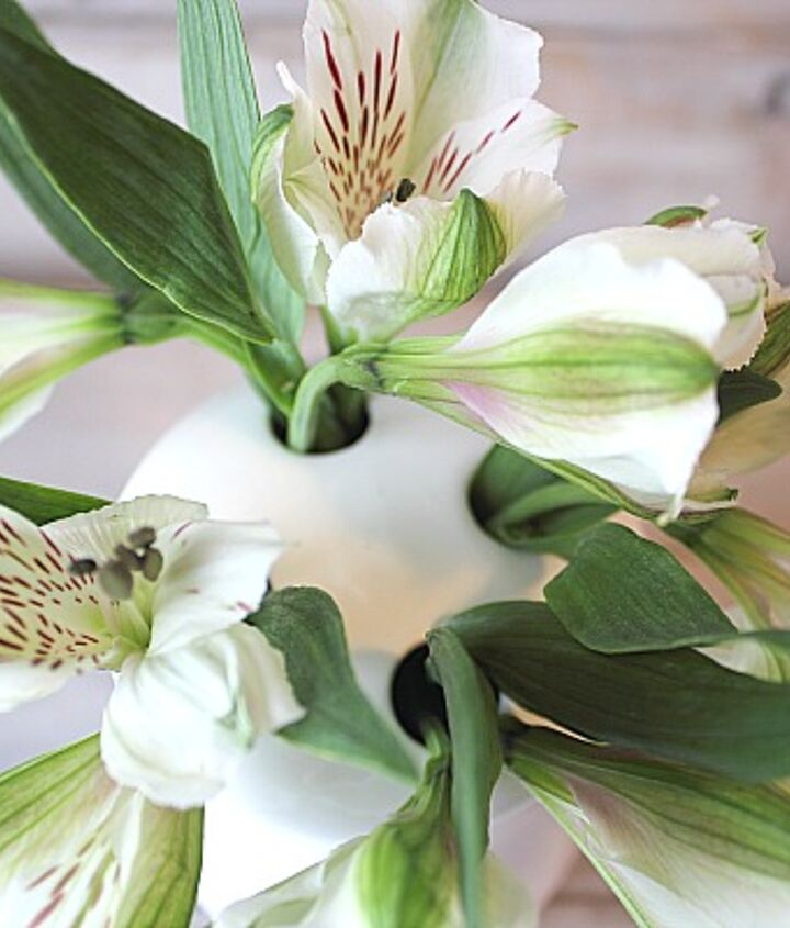 use a toothbrush holder as a vase, flowers, repurposing upcycling