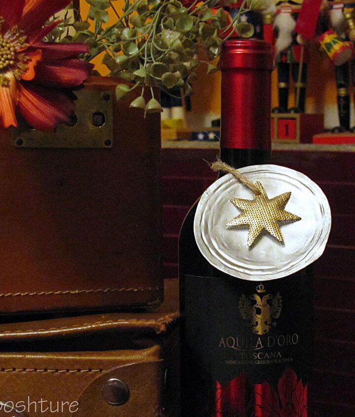 orange juice lid wine tags ornaments, repurposing upcycling, seasonal holiday decor