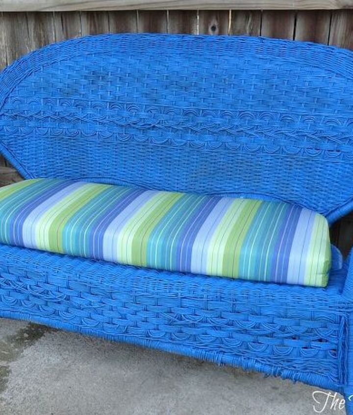 Painted wicker settee.  http://thededicatedhouse.blogspot.com/2013/03/completely-distracted.html
