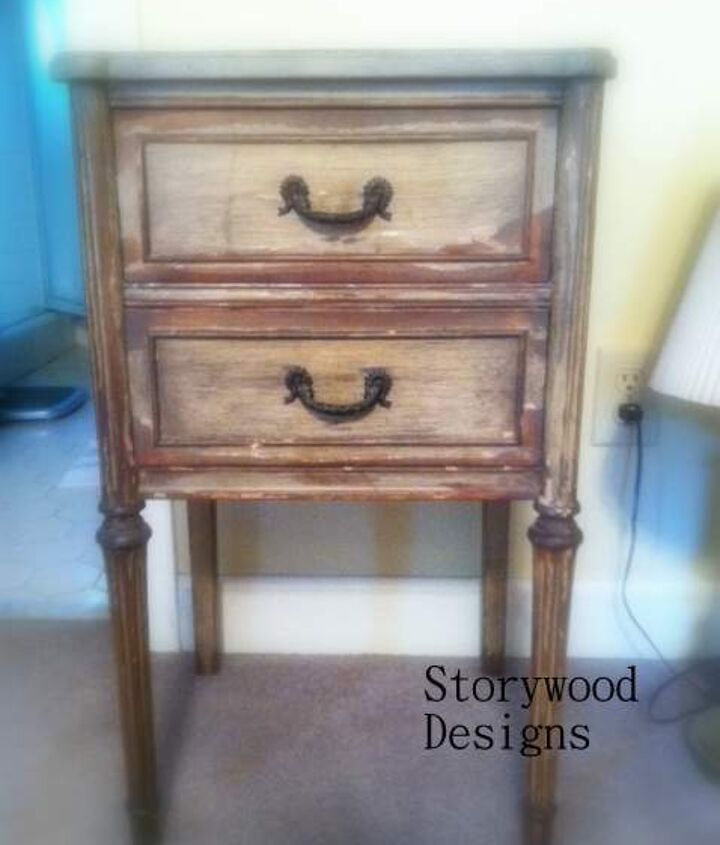 Before Shot of the nightstand.  The paint was flaking badly... chippy in a not good way!