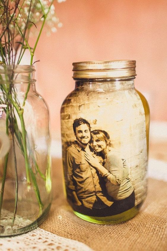 """6. Mason Jar Picture """"Frame"""": another ideal Christmas gift."""