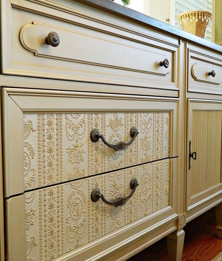 Paintable wallpaper on the 4 front drawers