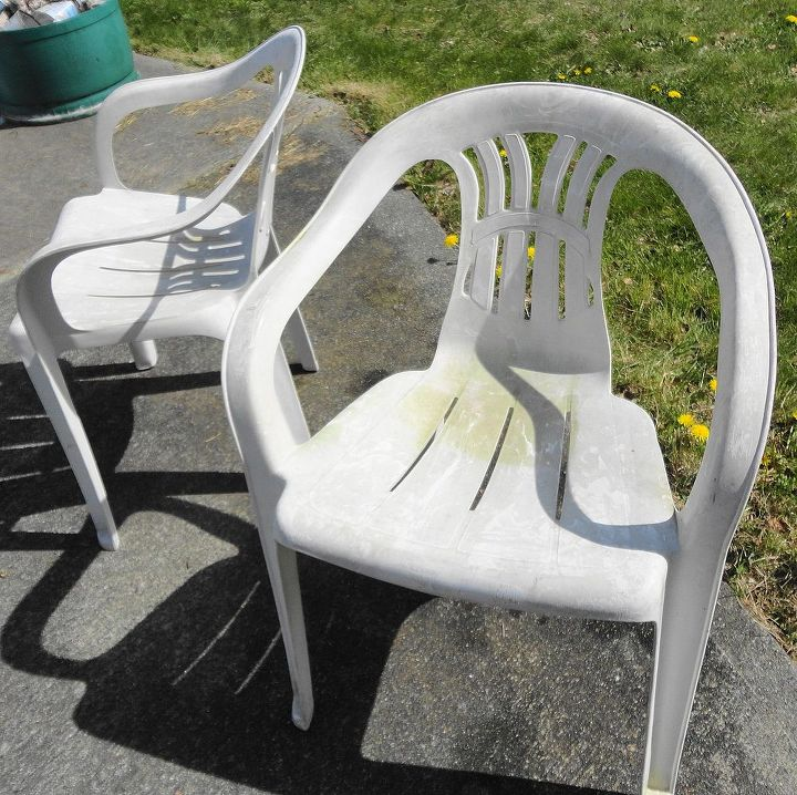 These chairs started out really ugly. I washed them, not that it looks like it. and then cleaned them with vinegar to cut any grease to help the paint adhere to the surface.