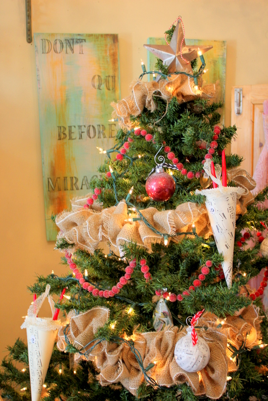 i love burlap garland, seasonal holiday decor