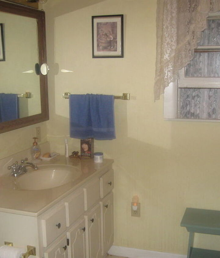 i need some help figuring out what to do with our bathroom i want a different color, bathroom ideas, painting