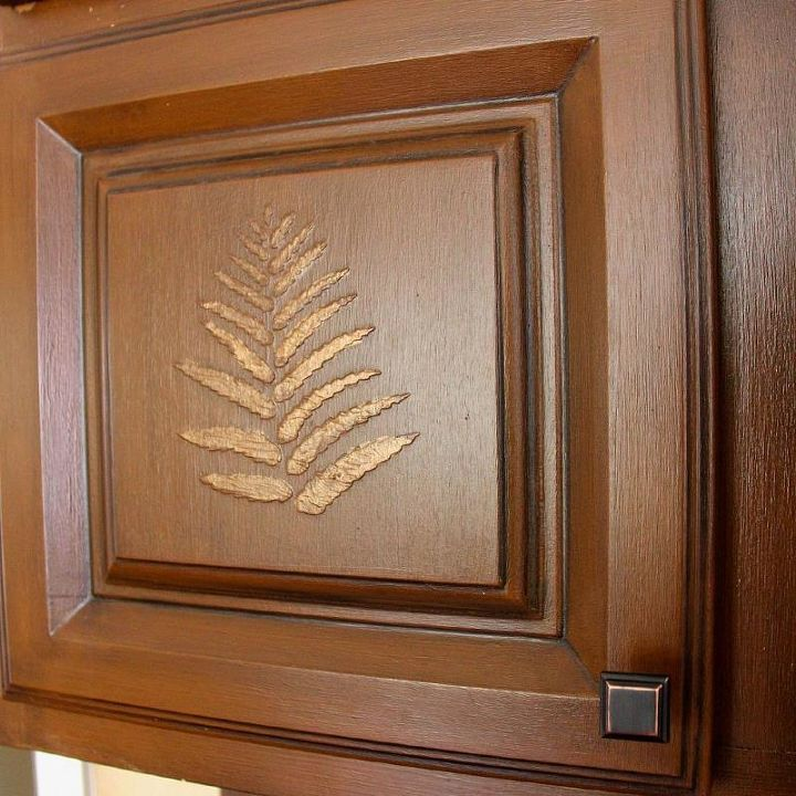 I applied a bronze paint carefully with my artist brush over the fern to give it some sparkle