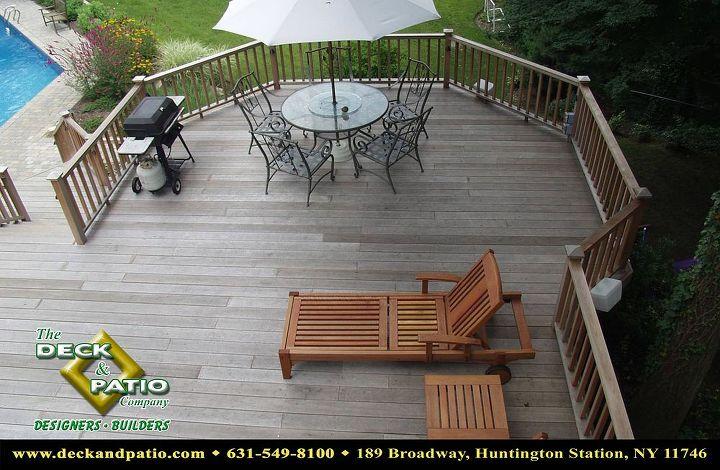 Grey mahogany deck with colonial rail