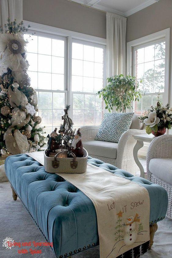 christmas in the sunroom, christmas decorations, living room ideas, seasonal holiday decor, wreaths