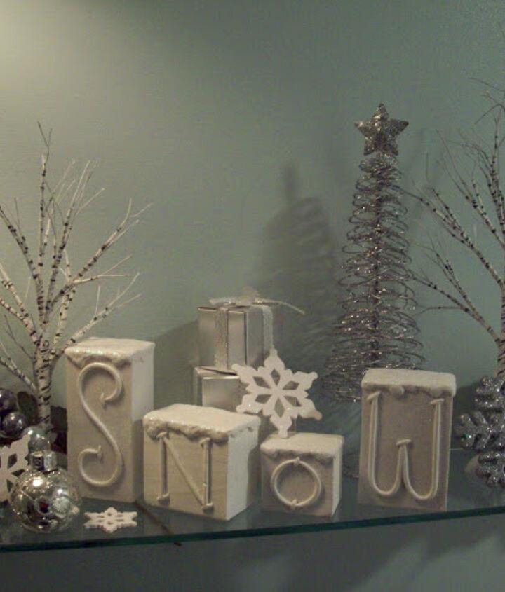holiday sparkle to a christmas bathroom, bathroom ideas, christmas decorations, seasonal holiday decor