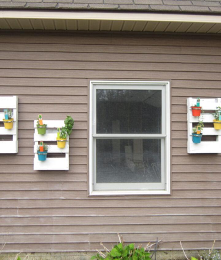 Garage wall with garden