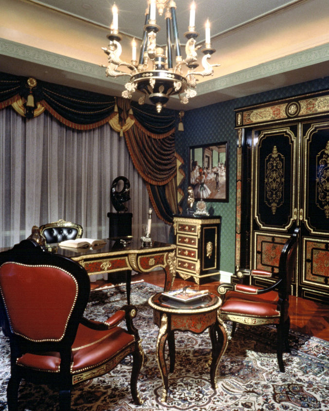 q do you prefer a designer with a signature style or one that enhances the style of the, home decor