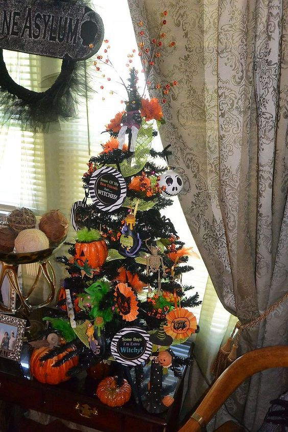 halloween christmas tree diy ornaments, crafts, halloween decorations, seasonal holiday decor