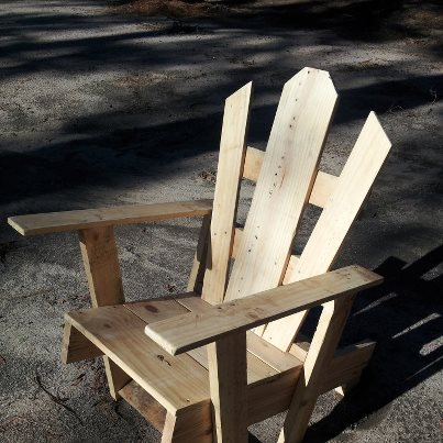 my first pallet chair, painted furniture, pallet