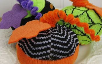EASY HALLOWEEN SOCK PUMPKINS...A fun project using Halloween socks from the dollar aisle at Target!