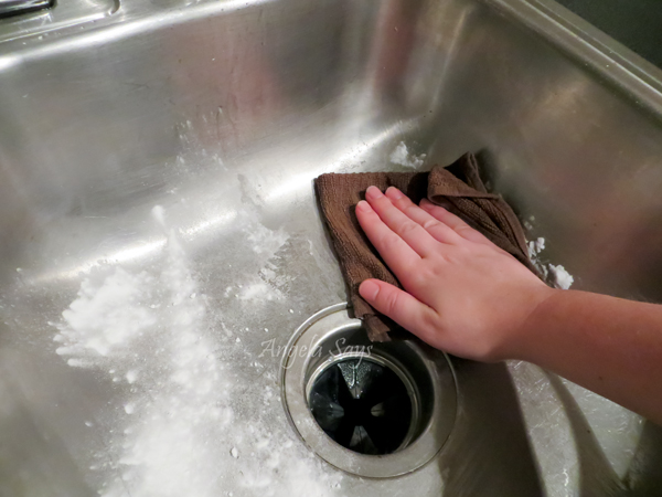 How to clean stainless steel sinks and make them shine hometalk how to clean stainless steel sinks and make them shine cleaning tips kitchen design scrub with baking soda workwithnaturefo