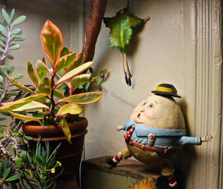 HUMPTY DUMPTY in awe of Madam Falling Leaf. She reminded me of The Last Leaf @  http://www.thelastleafgardener.com/2010/01/americas-answer-to-guy-de-maupassant_08.html