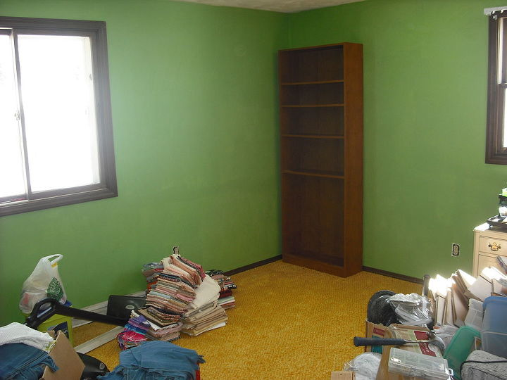 Wow, room to start organizing.....told you we would get there.......first bookcase is placed and will work around this and organize.......found it easy to start at one point and work from there..........